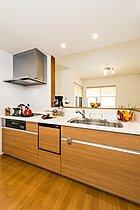 キッチンは食器洗い乾燥機・床暖房を標準装備しています。