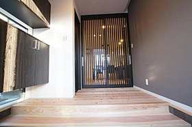 シューズボックスもゆったりと構え、玄関の収納もばっちり。