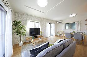 【2Qモデルハウス】バルコニーに面して明るい主寝室。