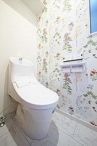 【当社施行例】壁紙がかわいいトイレ。