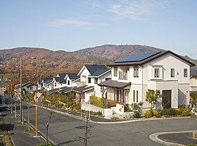 生駒山系を望む家並み ゆとりとマイナスイオンを感じて頂けます