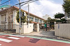 分譲地となりが曙川小学校、通学も安全