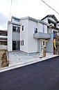 「設計士と創り出す魅力の住まい」 青空に映える美しく印象的な外観デザイン(当社施工例)