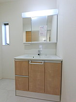 洗面化粧台 (幅広のW900を採用)