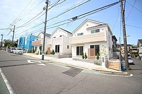 穏やかな街並みに建つ、全5棟 新築戸建。今回販売3棟です!
