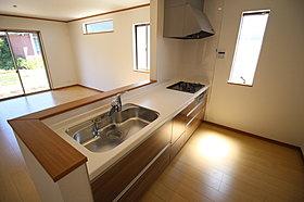 窓付きの明るく爽やかなキッチンスペース♪