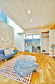 無垢材フローリングを使ったぬくもりのあるお家。これから建築をお考えの方も是非一度御見学下さい。