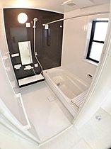 浴室 ゆったり1坪ある浴室で日々の疲れを洗い流します☆