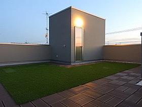 広い屋上。プライベート空間が広がります。