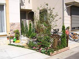 駐車場土間、植栽、外構標準仕様です!デザインも打合せ下さい