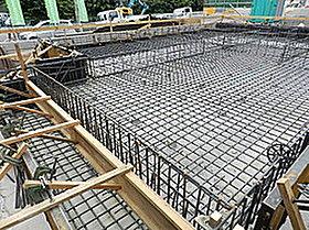 建物を一体的に支えることで地震に強い基礎となります。