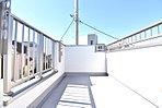 B号棟 WICを完備した陽光溢れる主寝室