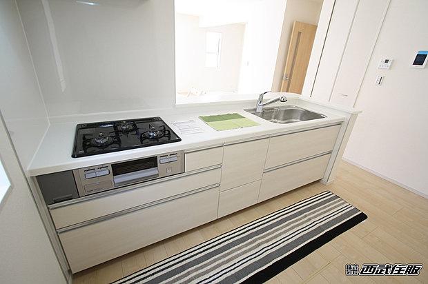 【【システムキッチン】】白いキッチンは清潔感があっていいですね。