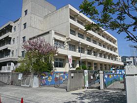 ■市立中小学校までは徒歩2分