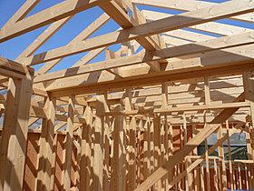 ■2×4工法は、床・壁・天井の六面体のモノコック構造。
