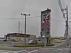 ヨークタウン小山雨ヶ谷まで1200m(徒歩15分・車4分)ヨークベニマル・サンドラッグ・スポーツクラブ・ヘアーサロンが併設されています。日用品・食材などのお買い物がいっぺんに済みます。