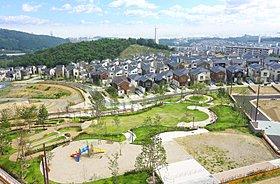 街の中心に位置する、緑豊かな さとやま絆パーク!