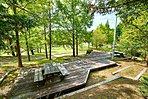 山手台中央公園には芝生広場やウッドデッキが。ピクニックも楽しめます。