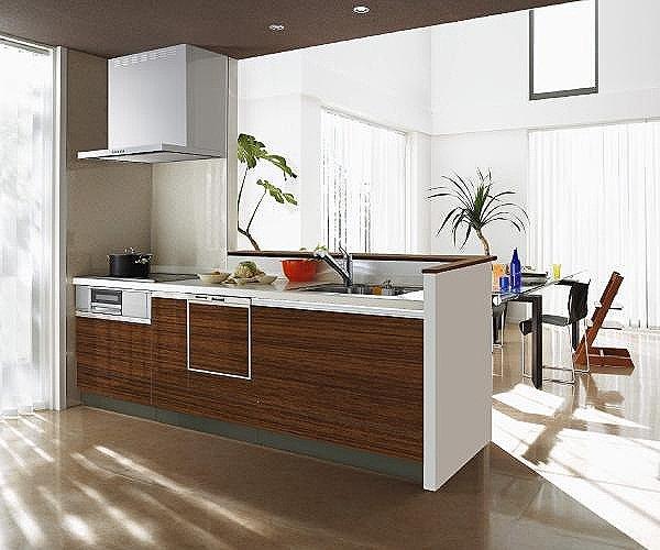 【【クリナップ】システムキッチン】家族でのコミュニケーションがとれる対面型システムキッチンです。横一列にシンクとコンロをまとめたシンプルな形です。動きやすさとスタイリッシュなデザインが魅力です。(同仕様)