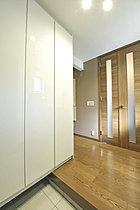 主寝室に設置された本棚付DENコーナー