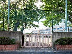 大泉北中学校:徒歩9分(720m)
