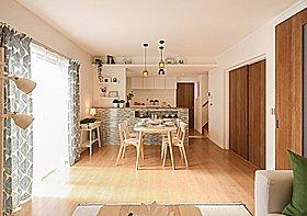 開放感を与えるキッチンの下がり天井やお好きな小物を飾れる飾棚