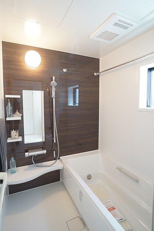 【システムバスルーム(同仕様施工例)】様々なニーズに応えた使い易いシステムバスルームです。