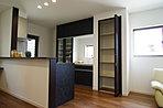 H号棟内観 使いやすい対面システムキッチン