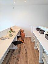 キッチン横の家事コーナーは天井高2950mmで開放感たっぷり
