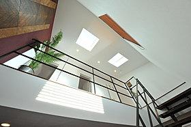 2階廊下には自然光の入る天窓を♪明るい空間を創りだします。