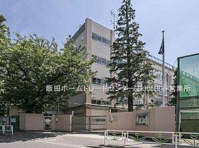 杉並区立高井戸東小学校・・距離約160m(徒歩2分)