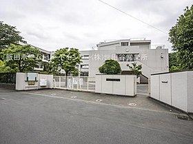 狛江市立狛江第一中学校・・距離約517m(徒歩7分)