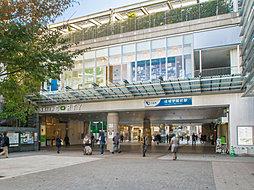 小田急線「成城学園前」駅・・距離約2400m(徒歩30分)