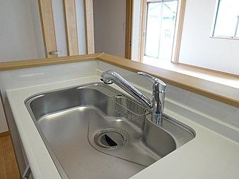 キッチンには浄水器がございます!