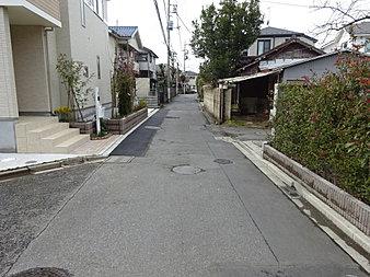 車通りの少ない前面道路です!