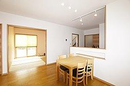 3号地:テーブルの高さに合わせたニッチは、調味料やちょっとした小物を置くのに便利です。
