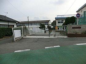 横浜市立南本宿小学校(約550m徒歩7分)