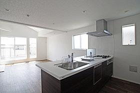 キッチンはカフェタイプを採用で、開放感があります!
