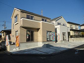 【外観の同施工写真】木造軸組工法の設計自由度と構造用合板パネル工法の耐震性の高さを合わせもったIDS工法で安心の家づくり。