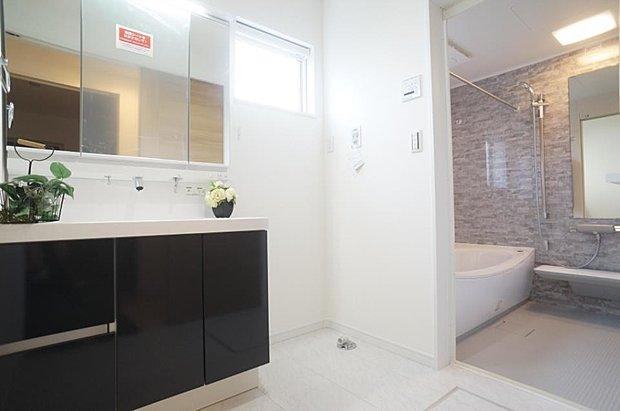 ~washroom~   ゆとりの洗面スペースで朝の身支度もスムーズ