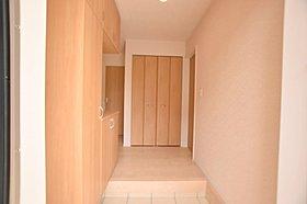 来客時にも玄関からリビングや居室は見えない作りです。