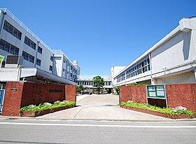 現地より徒歩9分の三原台中学校