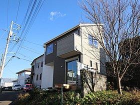 ゆったりとした約42坪の敷地に建てられた邸宅