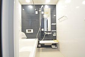 モダンデザインの空間が気持ちよさを高めてくれるバスルーム