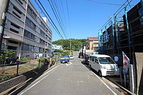 前面道路は交通量も少なく、開放感があります。
