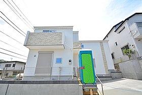 53坪以上の広々した敷地に建てられた5LDKの邸宅。