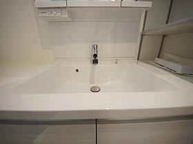 洗面化粧台水栓はシングルレバータイプ。