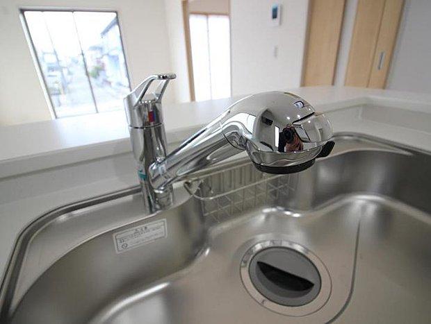 【設備】設備 ハンドシャワー付き水栓でシンクのお掃除もらくらくです♪