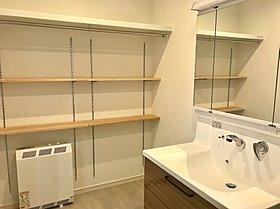安心・安全・親切をコンセプトに! 広々洗面スペースに可動棚!