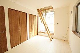 居室にたっぷりとした収納、グルニエ収納のおかげで収納力 大!